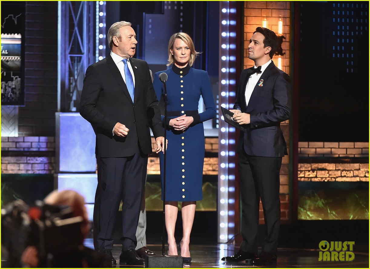 kevin spacey robin wright michael kelly tony awards 2017 053913040