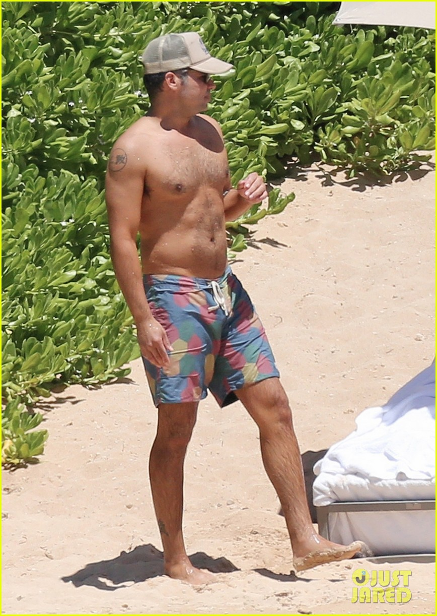 jessica alba lounges in a bikini with shirtless cash warren 023928755