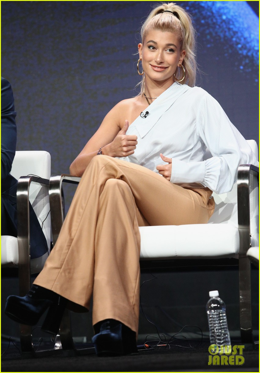 hailey baldwin and method man team upfor drop the mic summer tcas press tour 023934365