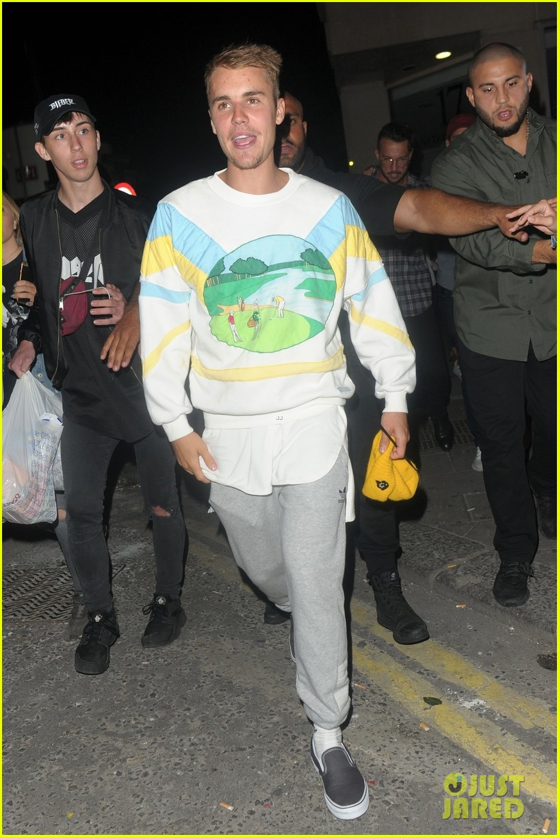 justin bieber hits the town for a night out013922427