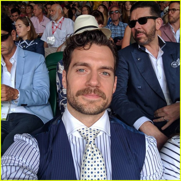 henry cavill facial hair digitally removed justice league 013933291