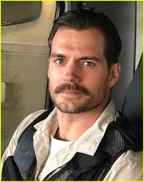henry cavill facial hair digitally removed justice league 043933294