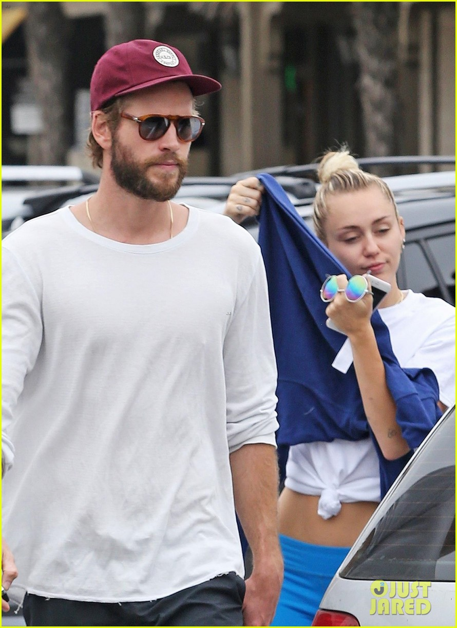miley cyrus liam hemsworth step out for ice cream date 023929070
