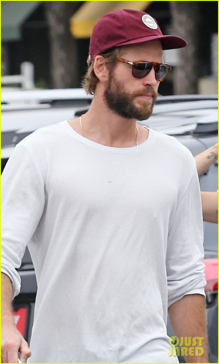 miley cyrus liam hemsworth step out for ice cream date 043929072