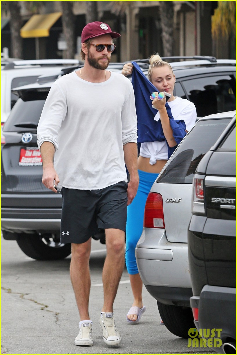miley cyrus liam hemsworth step out for ice cream date 053929073