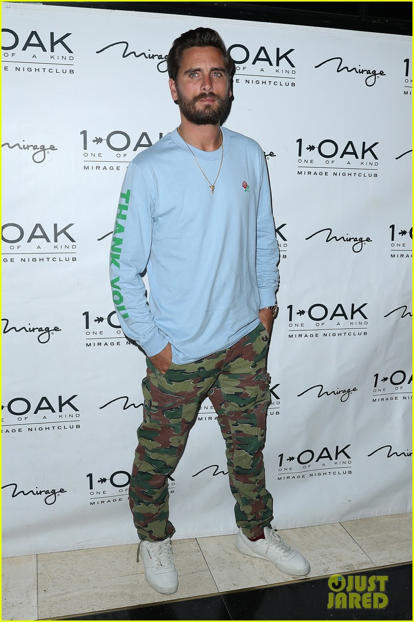 scott disick hosts nightclub appearance 143932822