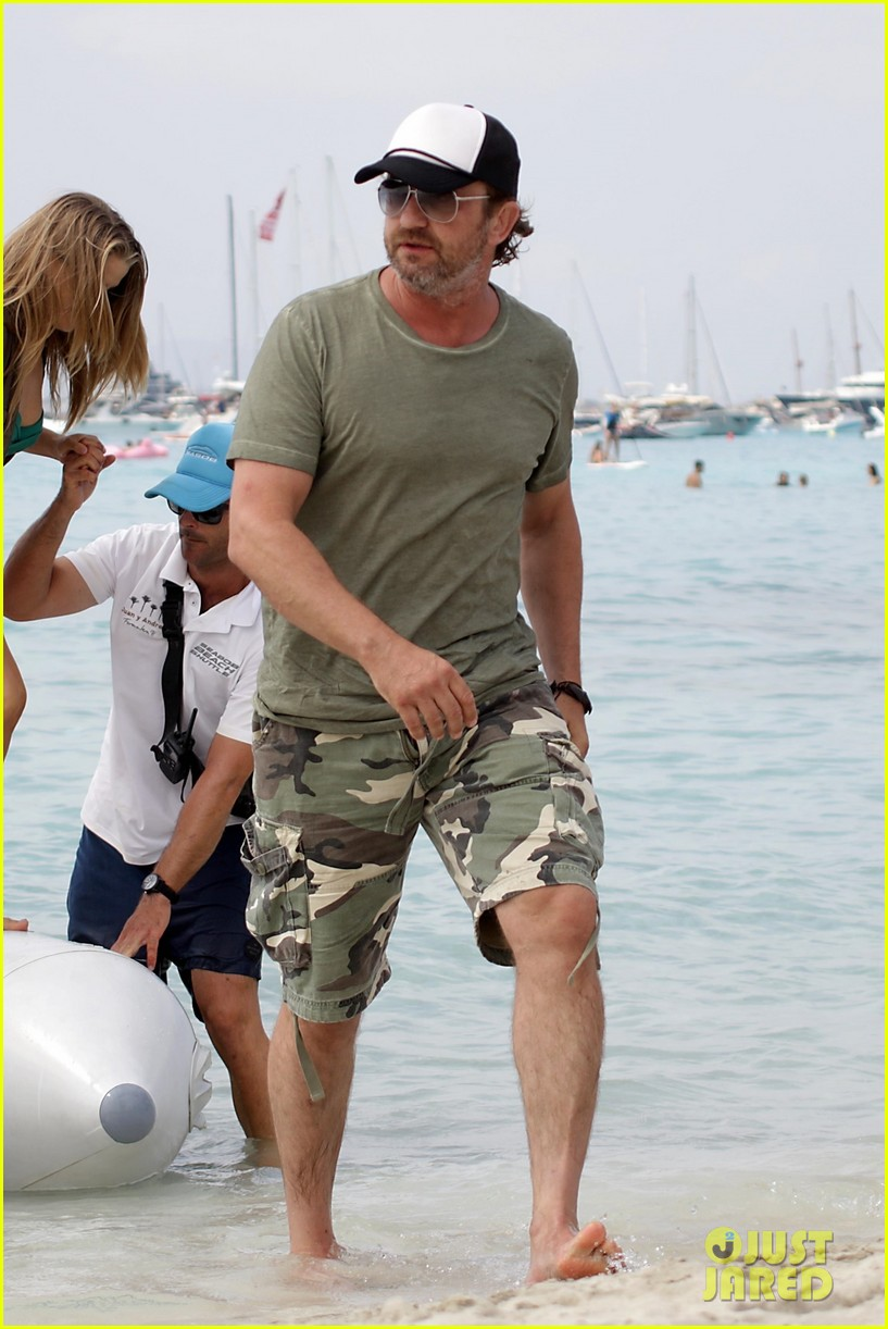 gerard butler beach boat spain friends 173930695