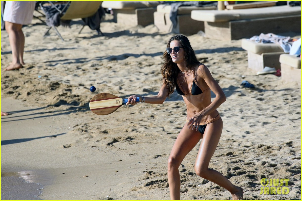 izabel goulart boyfriend kevin trapp flaunt pda at the beach 223925965