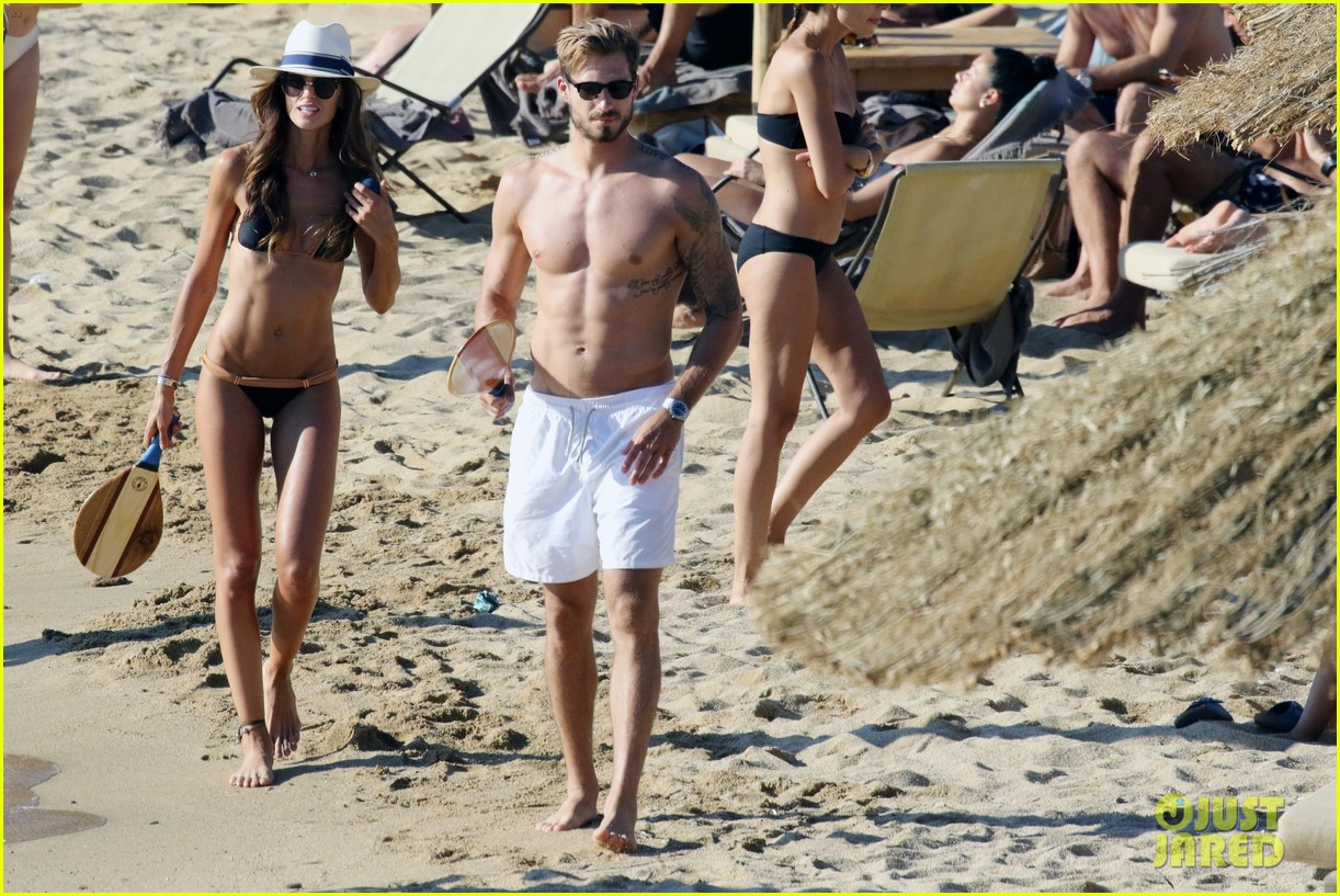 izabel goulart boyfriend kevin trapp flaunt pda at the beach 403925983