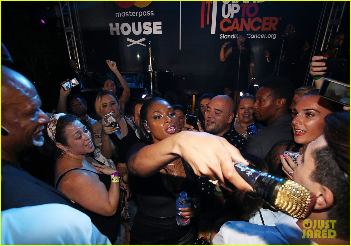 jennifer hudson hits the stage for stand up to cancer concert 053925820