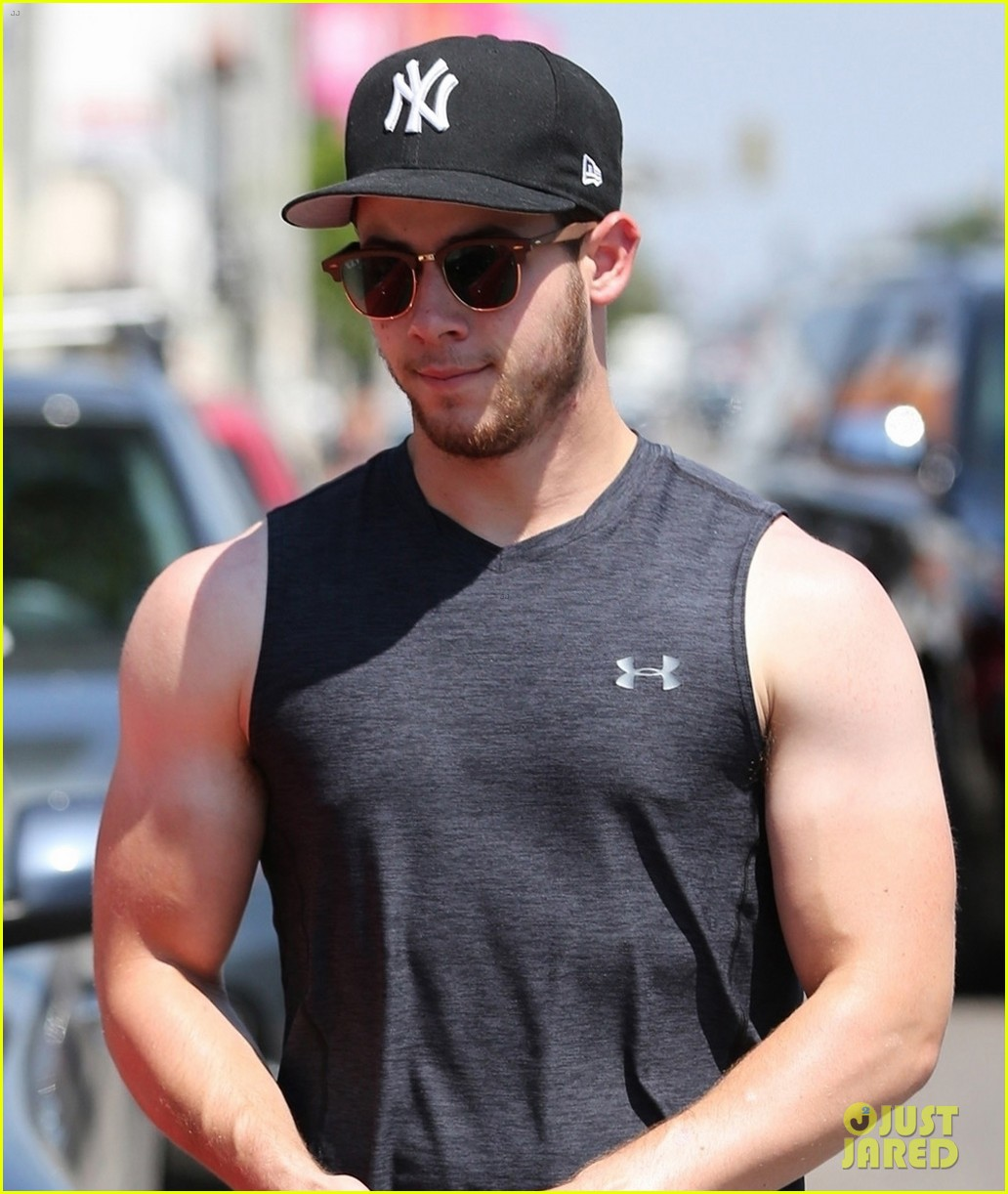 nick jonas bares buff biceps farmers tan after a workout 063936096