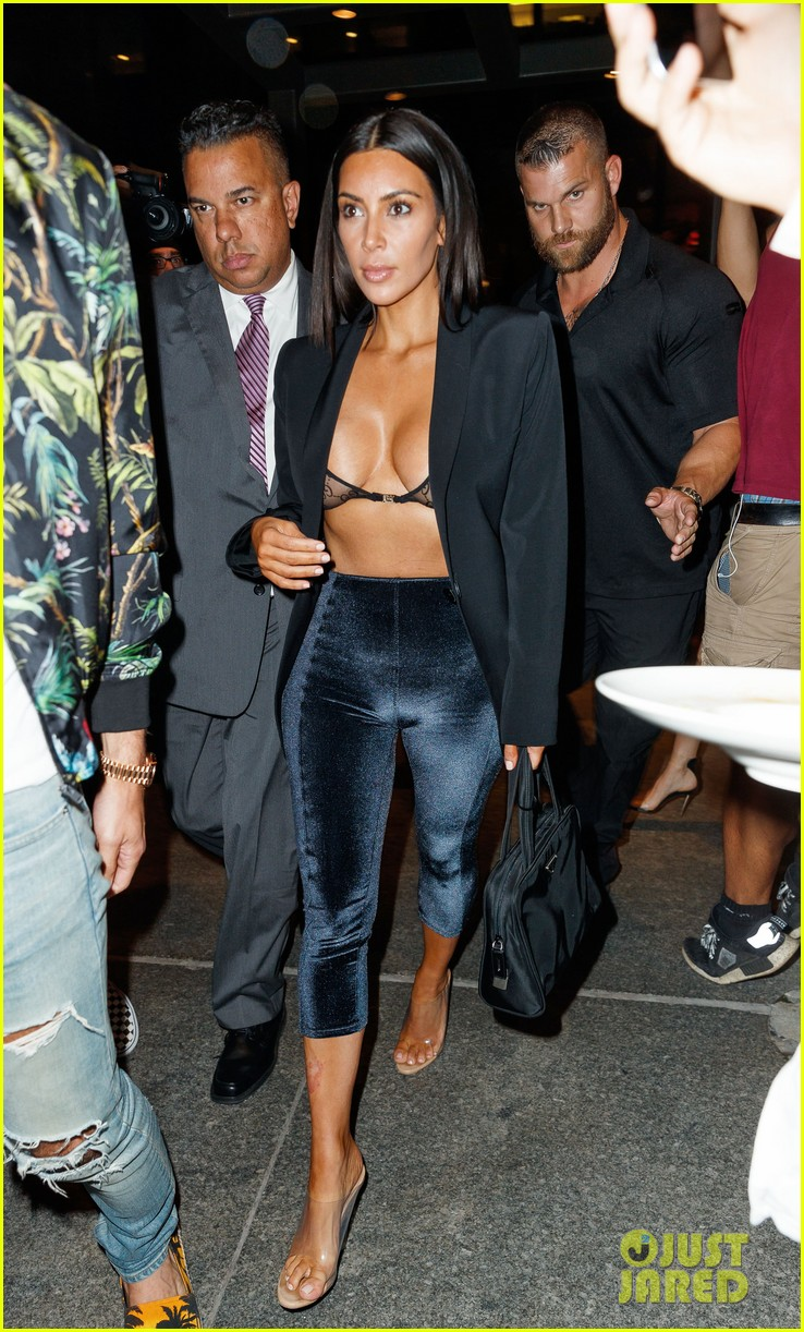 kim kardashian shows some skin out to dinner 013926097