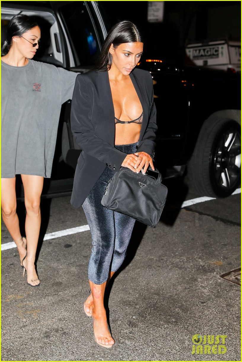 kim kardashian shows some skin out to dinner 033926099