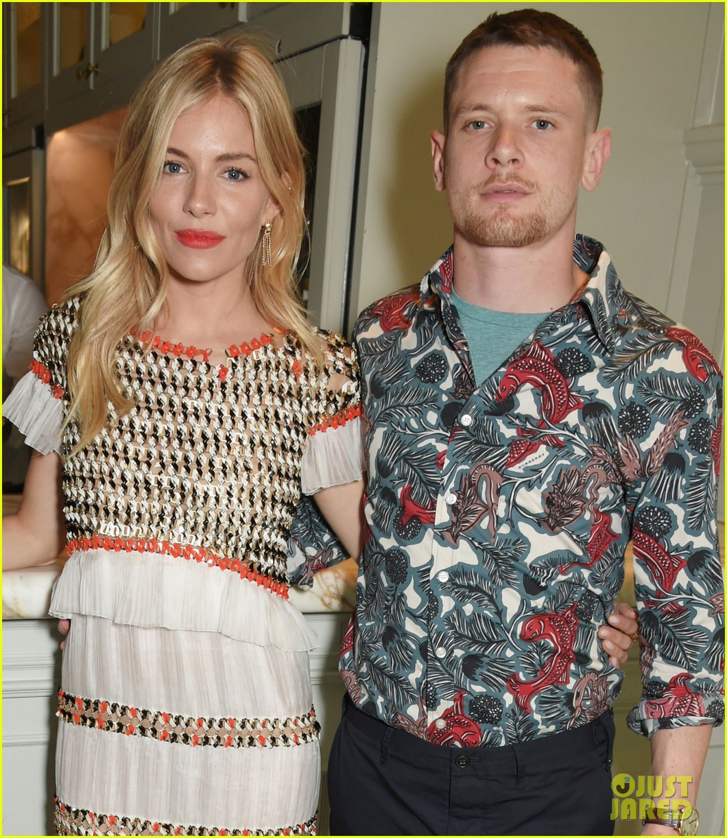 sienna miller doesnt want nudity to be focus of her west end return 053933708