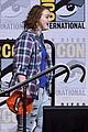 shannon purser surprises stranger things cast at comic con 07
