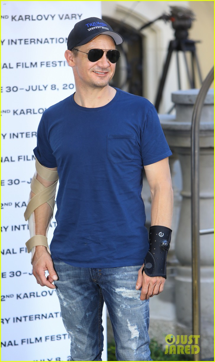 jeremy renner reveals how he injured both his arms 023924713