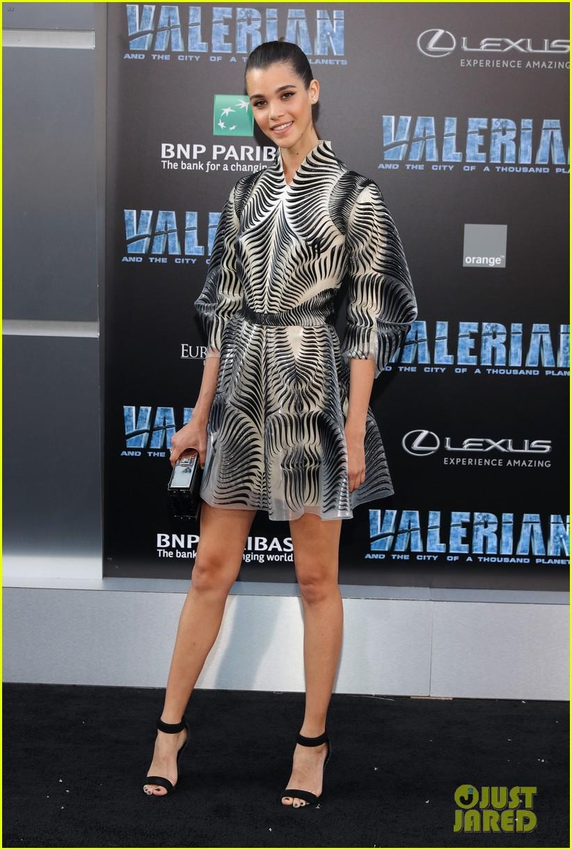 rihanna stuns in pink tulle gown at valerian premiere 063929653