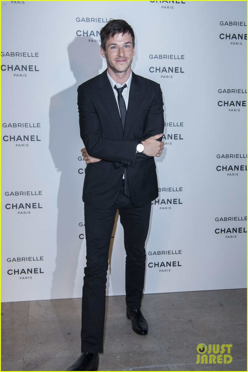 kristen stewart stella maxwell coordinate at chanels gabrielle perfume launch 043923678