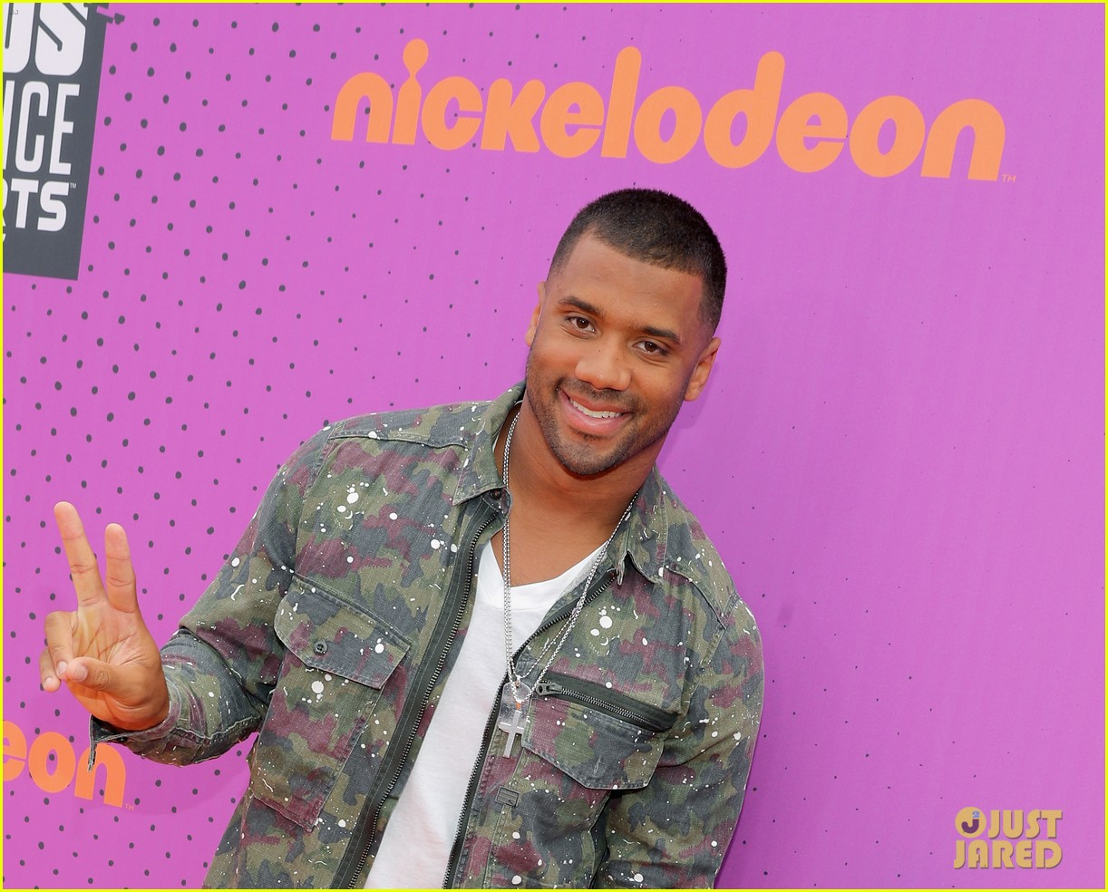 russell wilson takes step son future jr to nickelodeon awards 023927648
