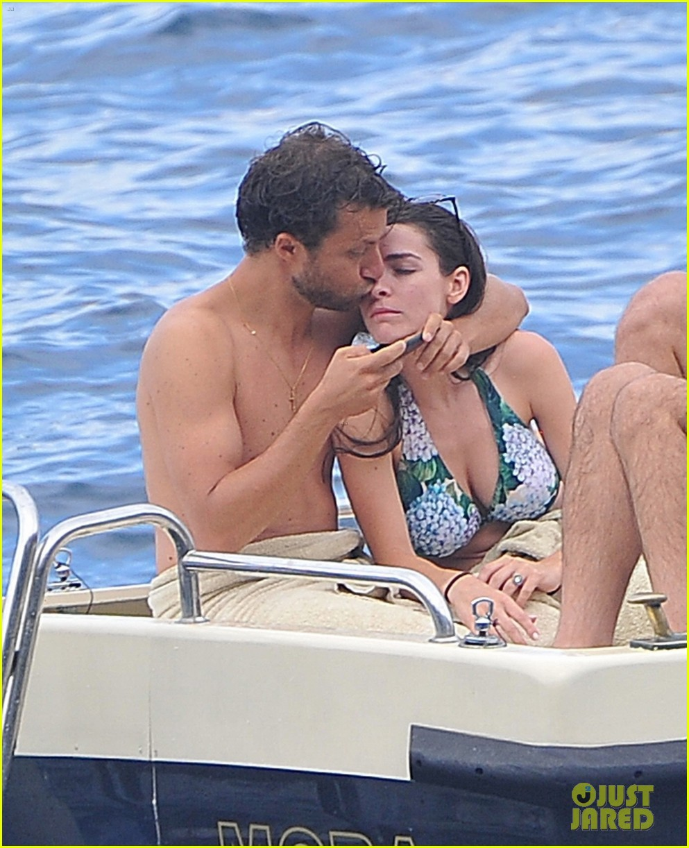 bee shaffer fiance francesco carrozzini flaunt pda in italy 023948824