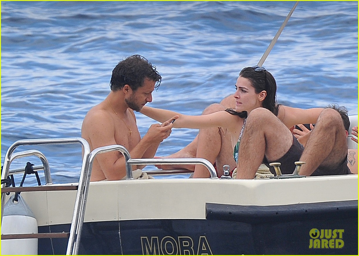 bee shaffer fiance francesco carrozzini flaunt pda in italy 343948856