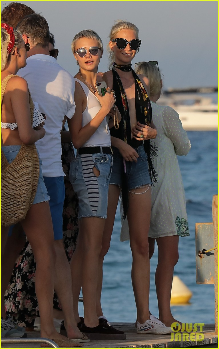 cara delevingne enjoys st tropez vacation with family friends 053946337