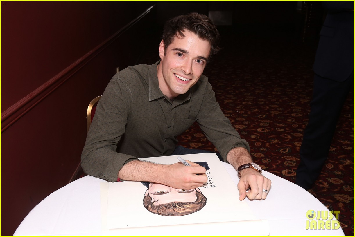 corey cott unveils his portrait at ny sardis 013941112