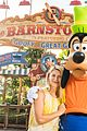 claire danes meets goofy at walt disney world during summer vaca 01