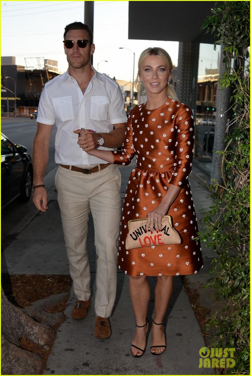 julianne hough husband brooks laich first official post wedding appearance 033944592