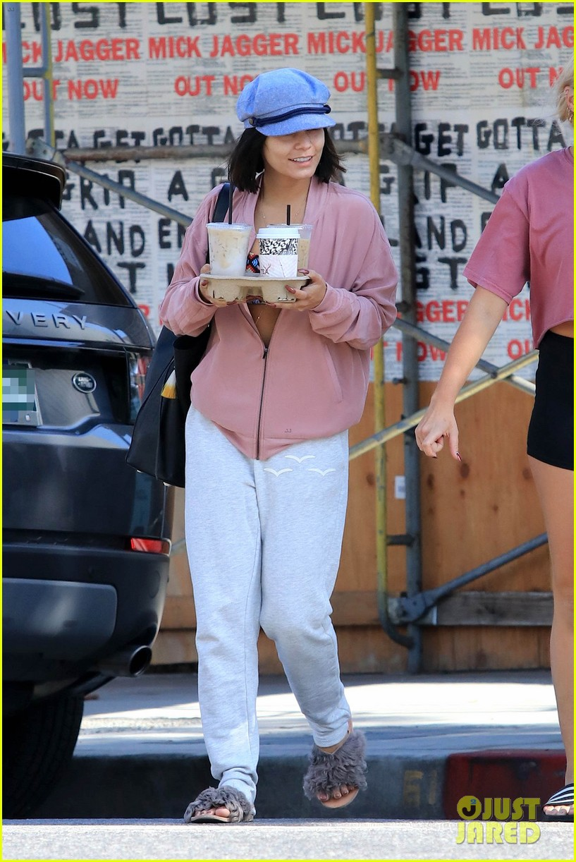 vanessa hudgens shows off her abs after pilates class 043943295
