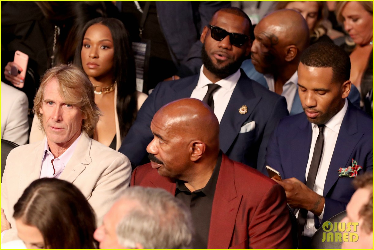 lebron james wife mayweather vs mcgregor fight 103946201
