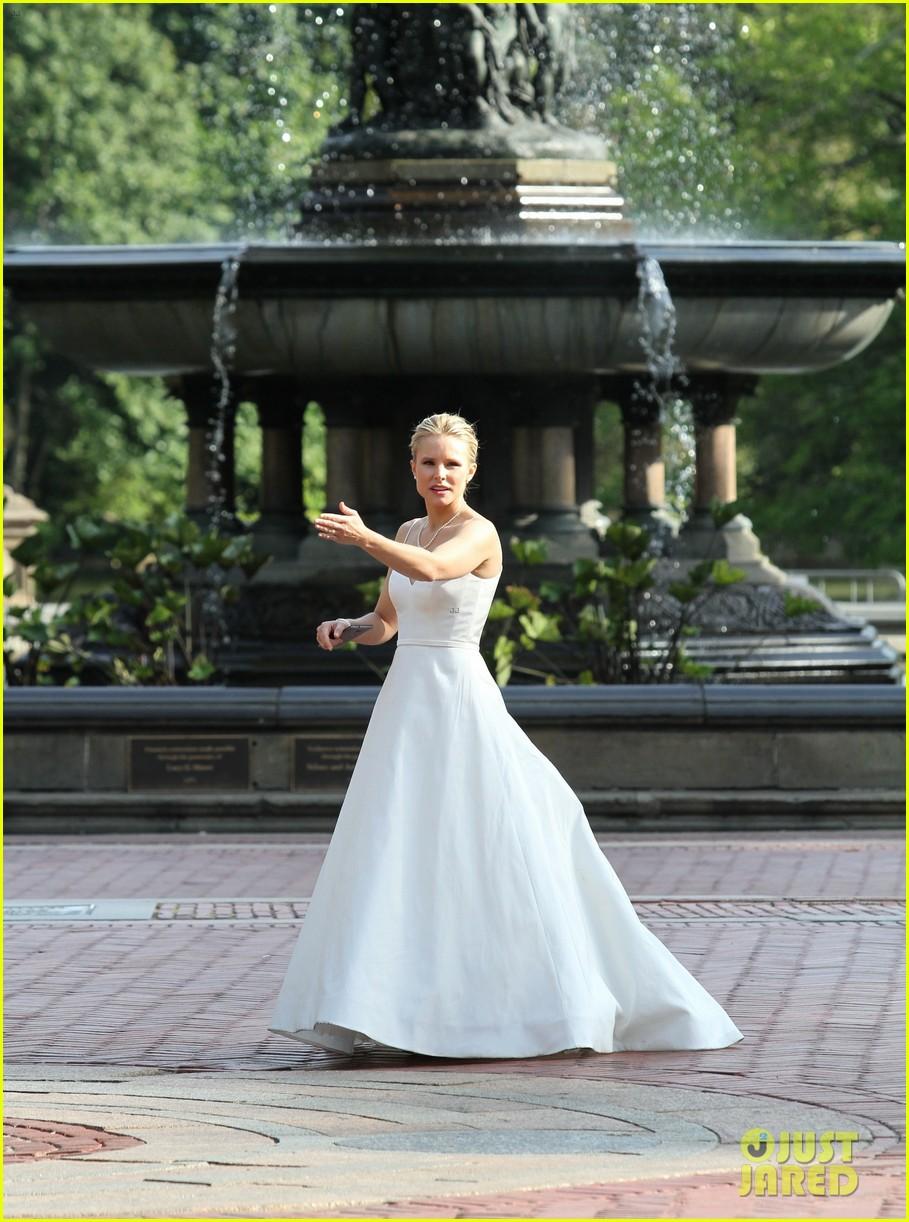kristen bell central park wedding dress 033947431