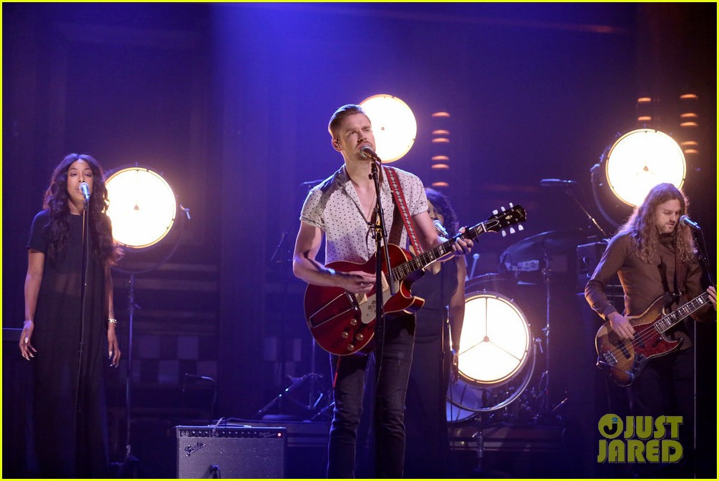 chord overstreet performs hold on live on the tonight show 043942182