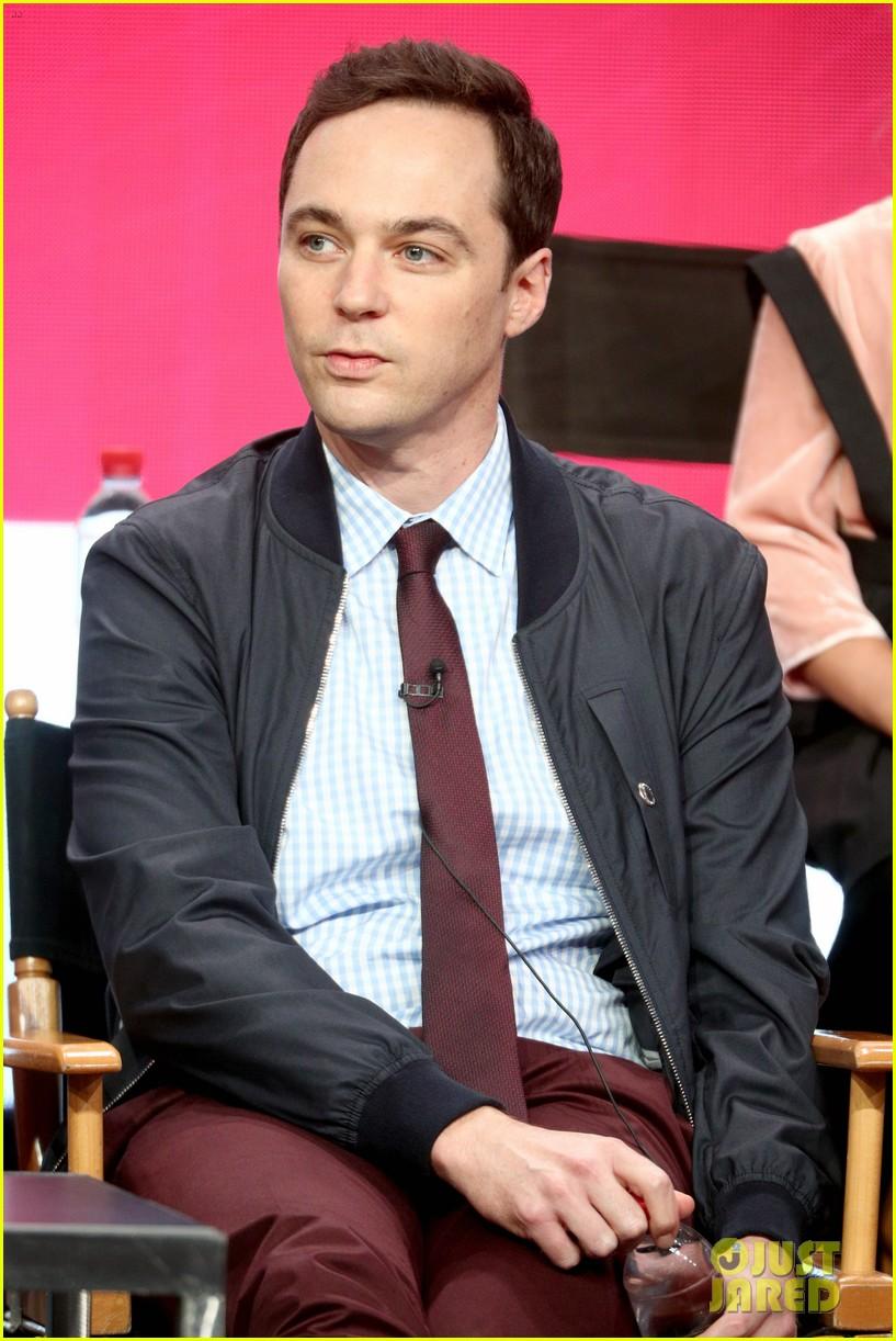 Jim Parsons Introduces 'Young Sheldon' Star Iain Armitage ...