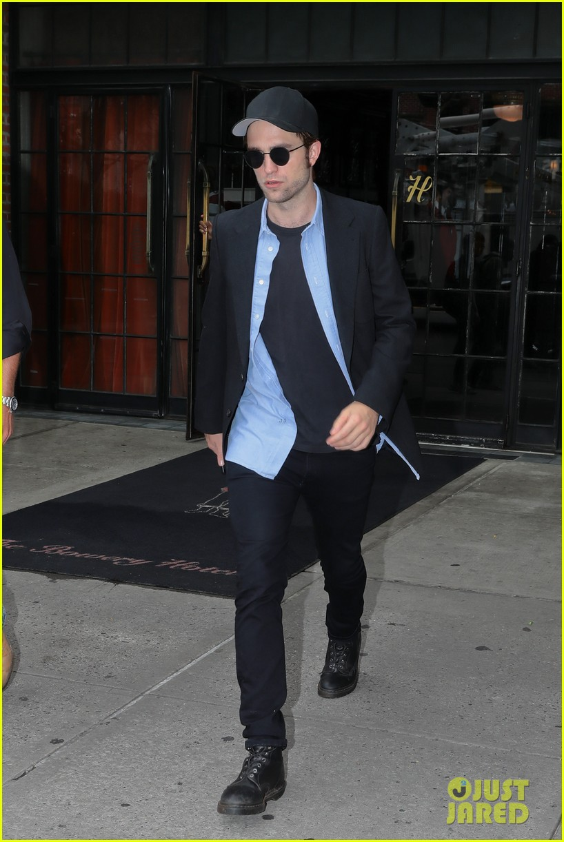 robert pattinson out about new york city 033939636