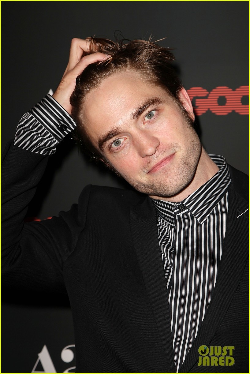 robert pattinson suits up for good time nyc premiere 023939775