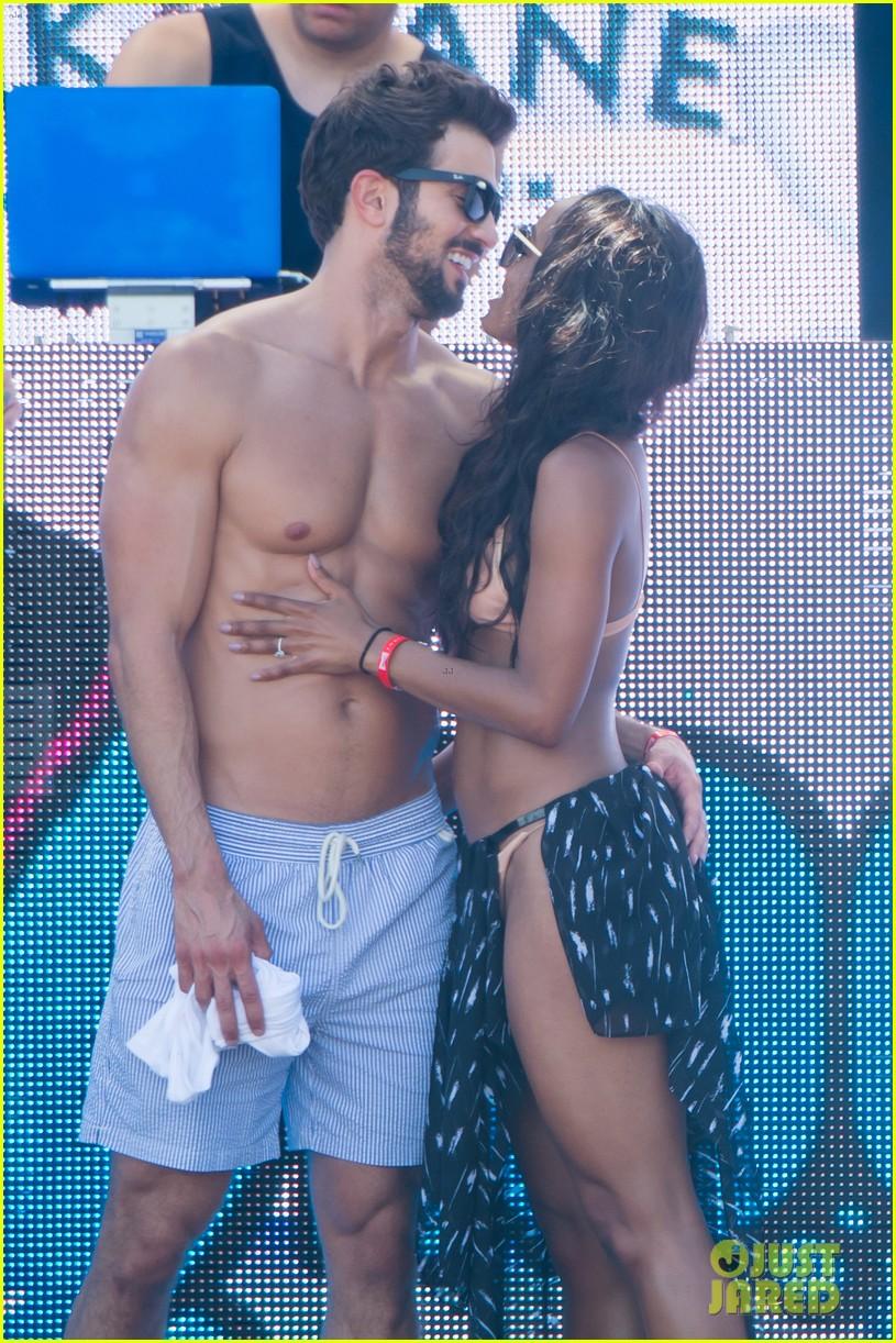 the bachelorettes rachel bryan share poolside kiss in miami 013943610