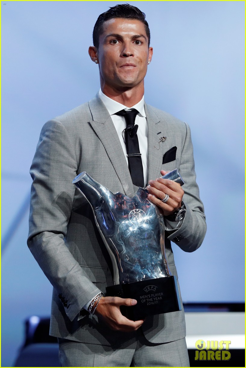 cristiano ronaldo named uefa mens player of the year 023945654