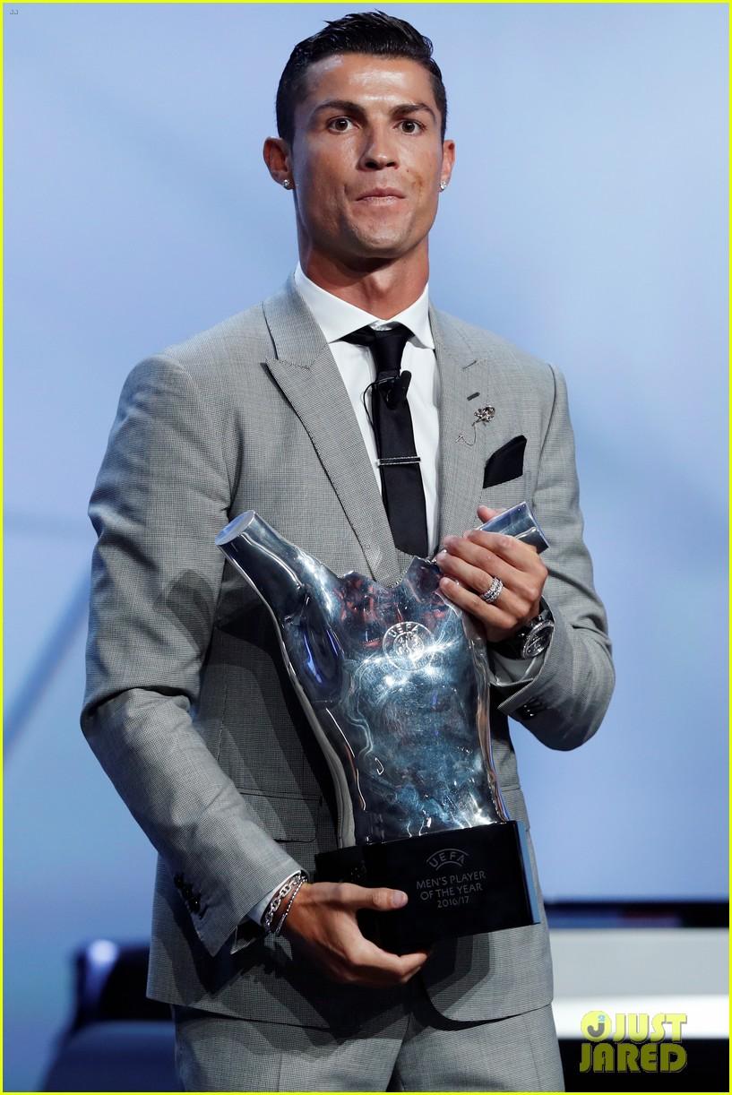 cristiano ronaldo named uefa mens player of the year 023945654