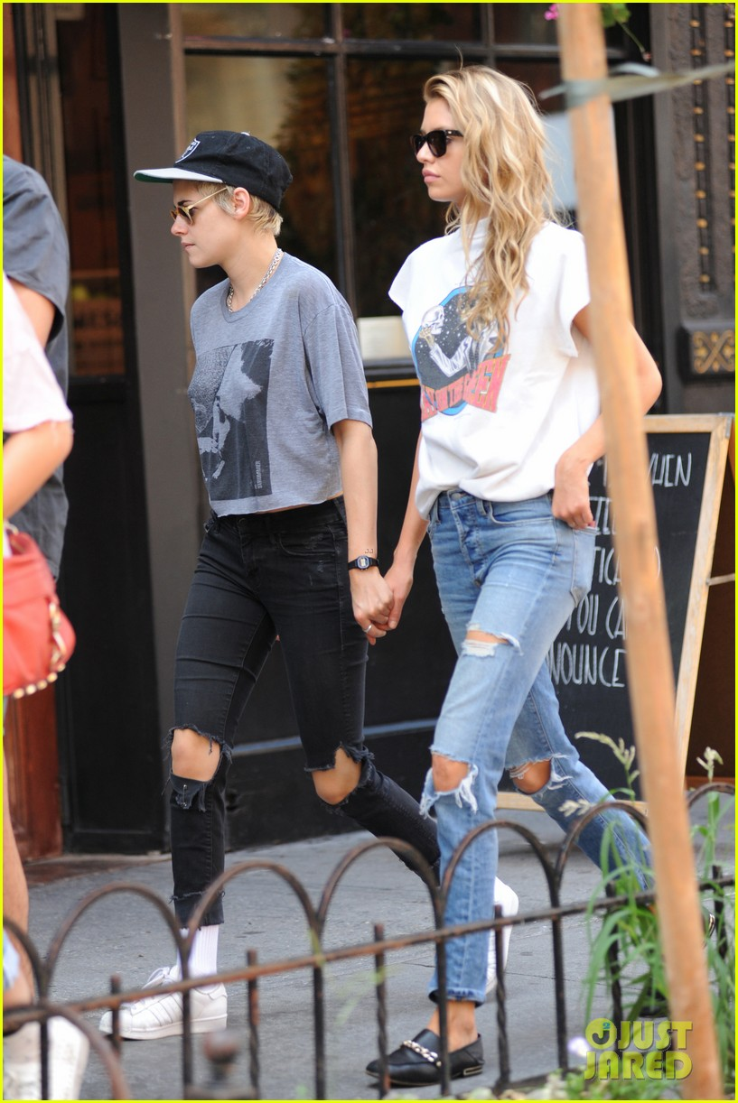 kristen stewart and stella maxwell hold hands for nyc outing 103948659
