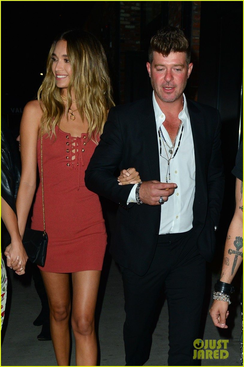 Robin Thicke S Girlfriend April Love Geary Is Pregnant