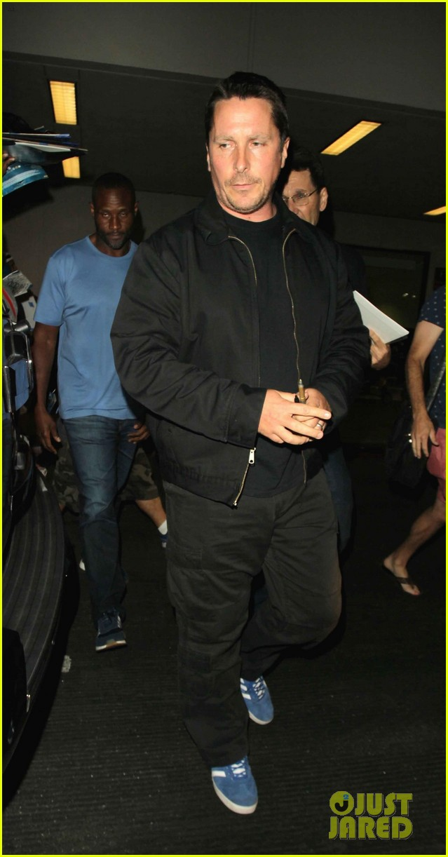 christian bale shows off his filler figure at lax 013956760