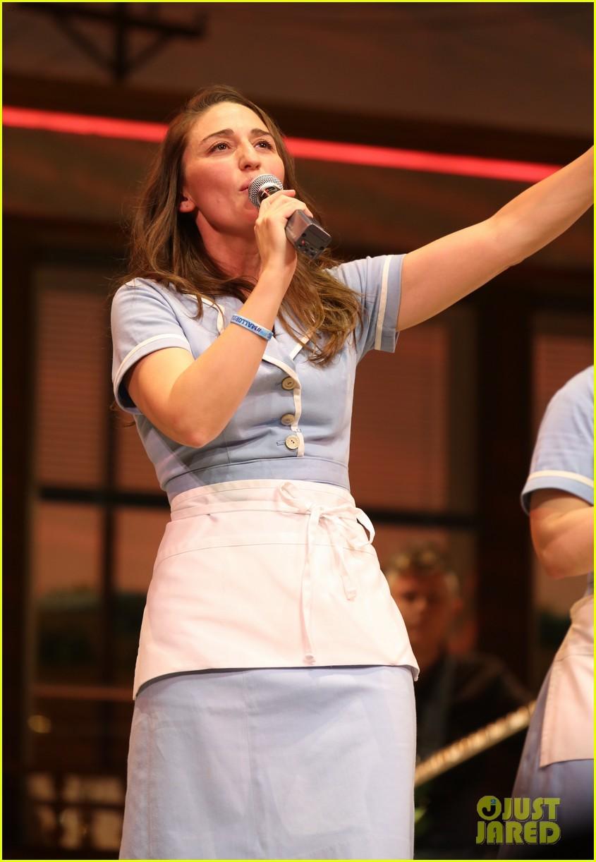 sara bareilles hosts new edition of waitress cast album karaoke 033962464