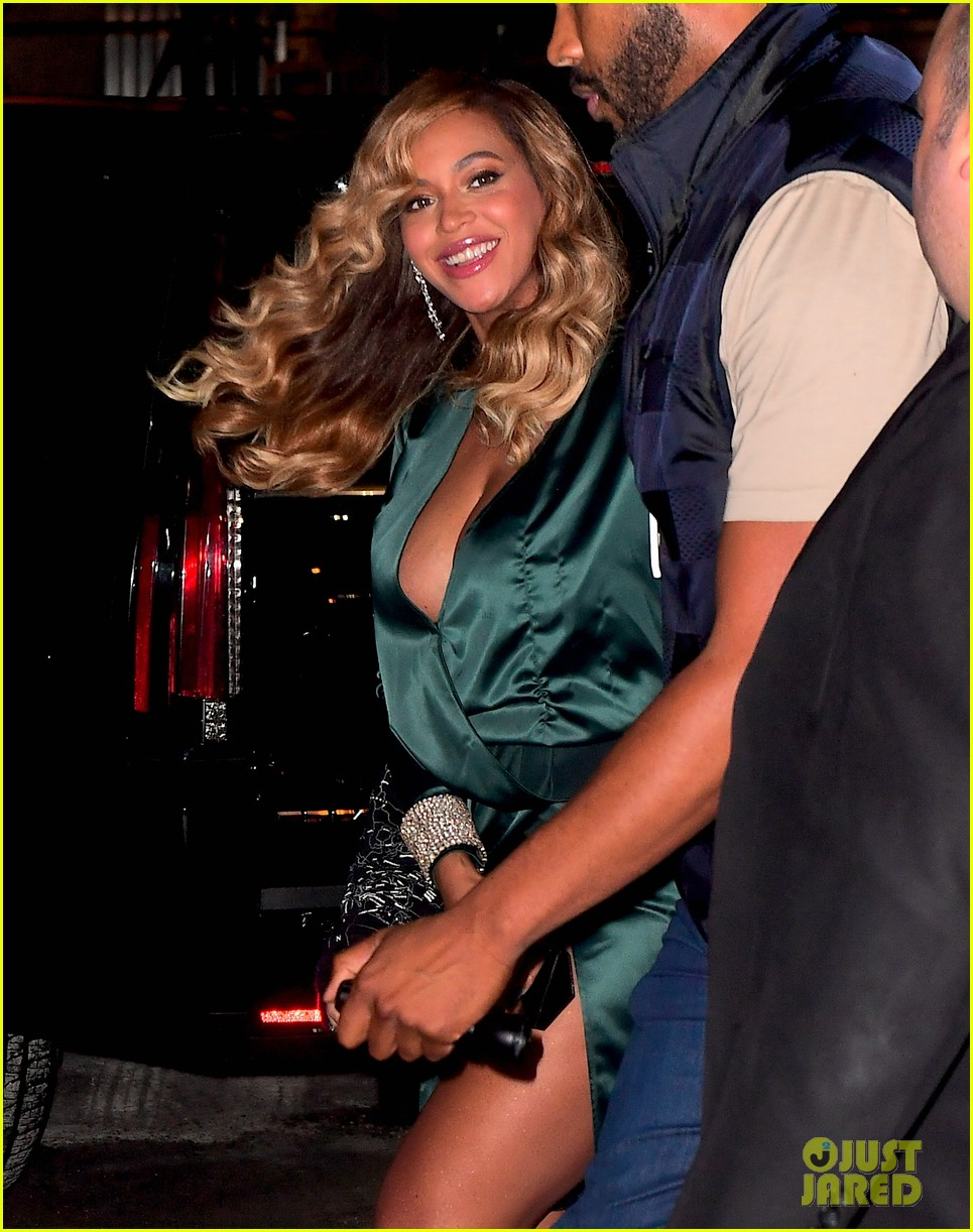 beyonce jay z couple up fror rihanna diamond ball 023957406