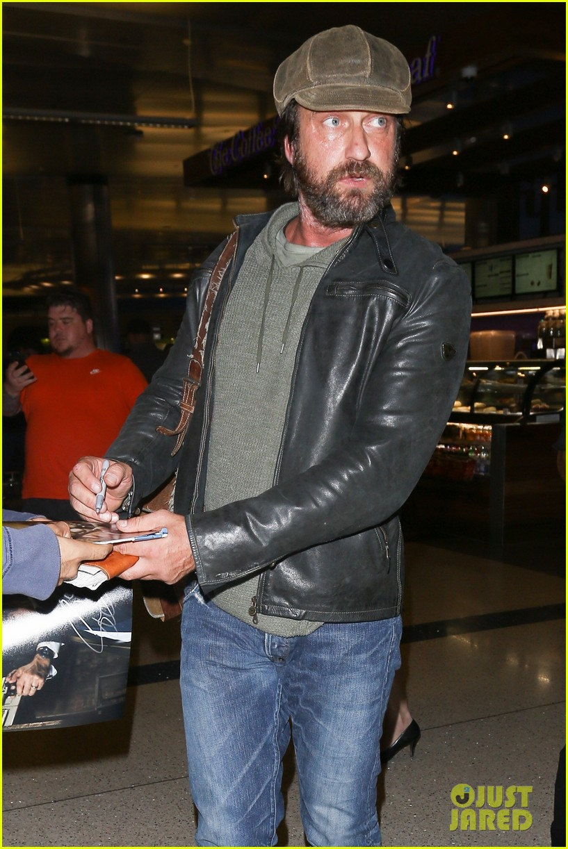 gerard butler lax airport arrival 013961288