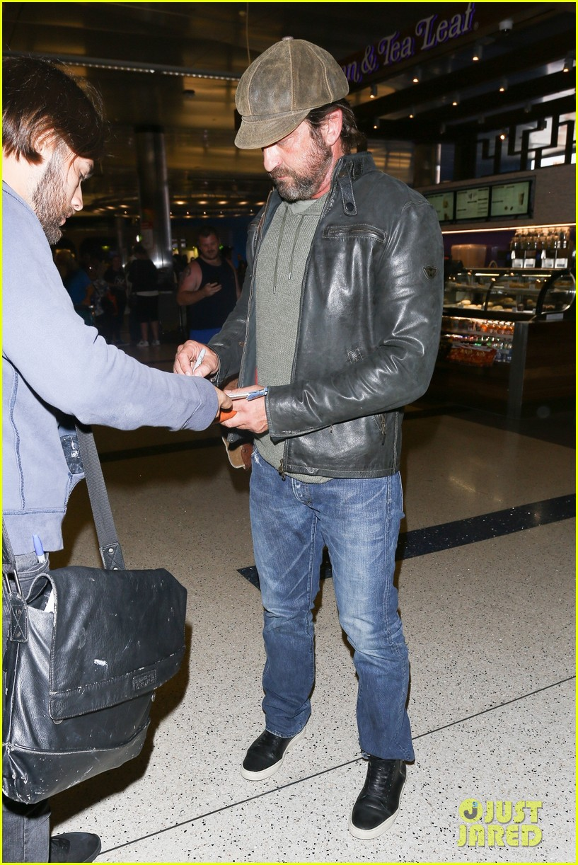 gerard butler lax airport arrival 043961291