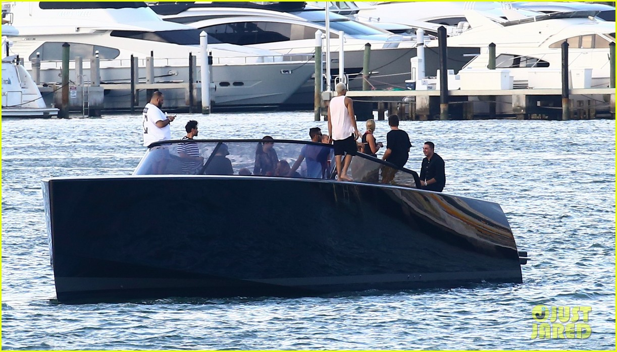 scott disick and sofia richie flaunt pda on a boat with friends2 273963007