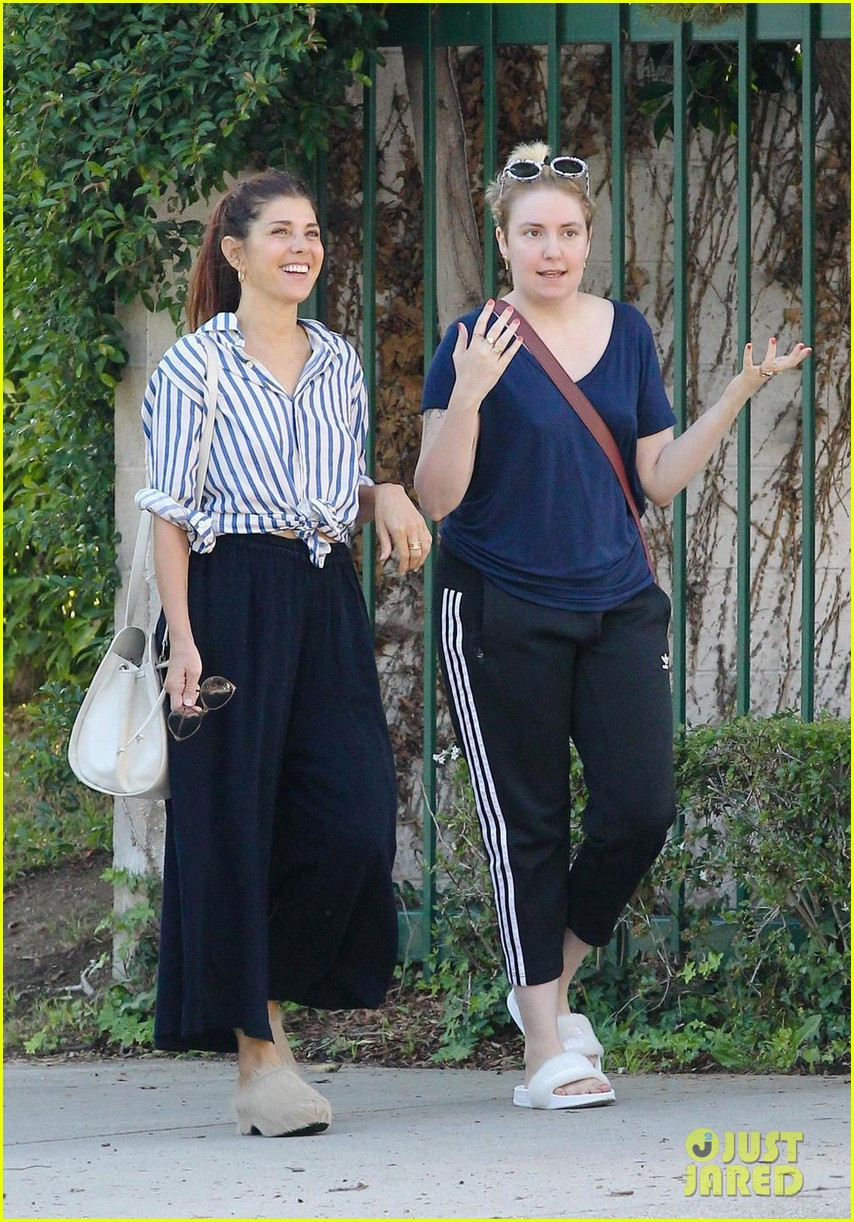 heres lena dunhams proof that marisa tomei talks to her 023963662
