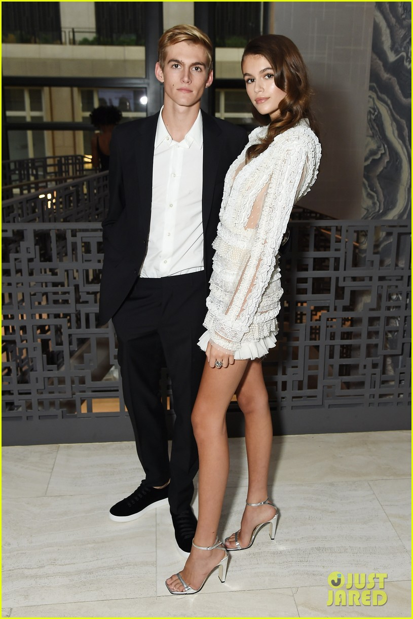 kaia and presley gerber team up for daily front rows fashion media awards 023953039