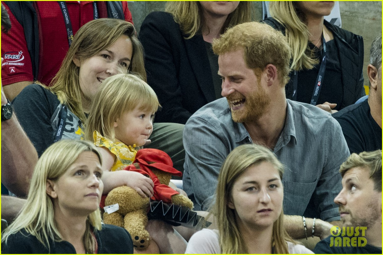 prince harry makes funny faces for a baby at the invictus games 053965510